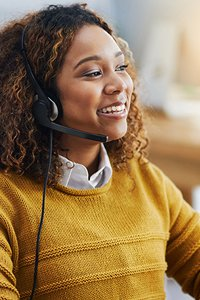 Partner Support – Customer service representative on the phone with a customer.